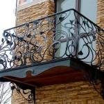 Фото кованого балкона в частном доме