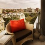 Красивое дизайнерское кресло на балкон