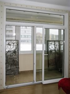 Балконные раздвижные двери с возможностью стандартного открытия створки