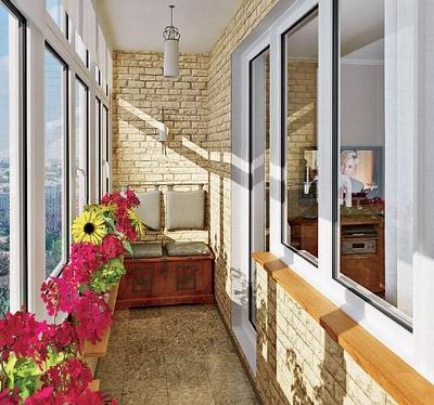 Внешний вид балкона отделанного декоративным камнем