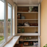 Встроенный шкаф на балконе в полную высоту