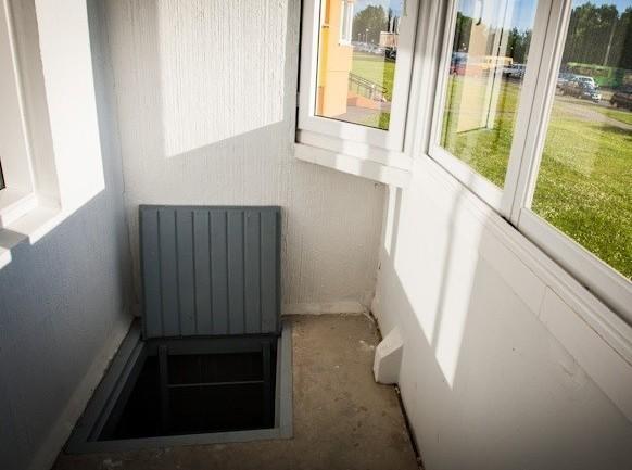 Внешний вид погреба на балконе