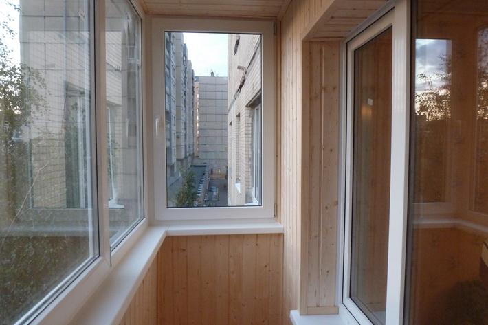 Фото балкона отделанного деревом внутри