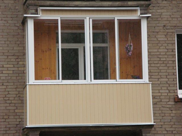 """Внешний вид балкона в """"хрущевке"""" после ремонта"""
