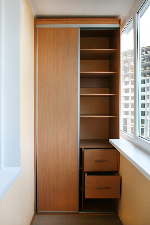 Фото шкафа-купе для балкона