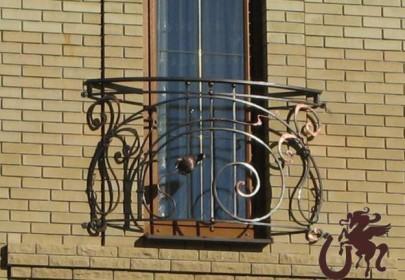 Изображение классической формы французского балкона