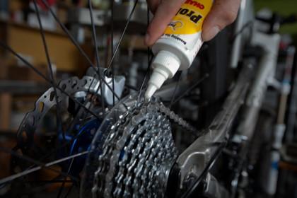 Смазка деталей велосипеда