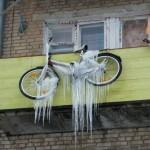 Способы хранения велосипеда на балконе