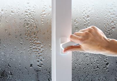 Что делать, если запотевают окна на балконе?.