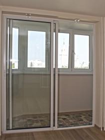 Раздвижные стеклянные двери на балкон