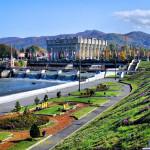 Какие компании Владикавказа специализируются на остеклении и утеплении балконов?