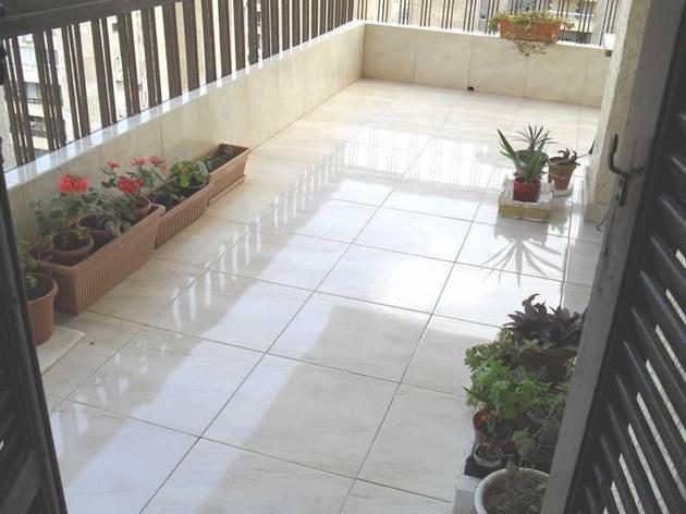 чем покрыть пол на открытом балконе